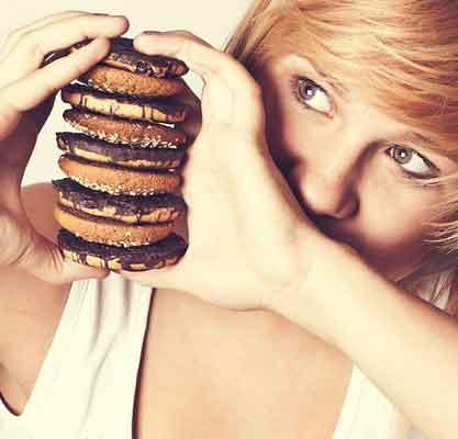چرا هنگام اضطراب خوراکيهاي قندي ميخوريم؟
